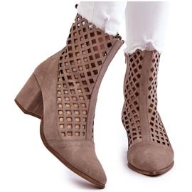 Stivali traforati in pelle scamosciata sul tacco alto Nicole 2638 Cappuccino beige