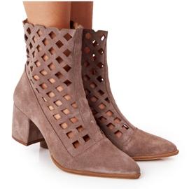 Stivali traforati in pelle scamosciata su tacchi alti Nicole 2638 Brown marrone