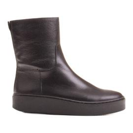 Marco Shoes Comodi stivali Marco con fondo piatto nero