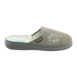 Le scarpe Befado da donna possono essere 132D013 grigio
