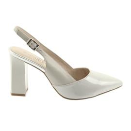 Sandali da donna sul post Caprice 29604 grigio