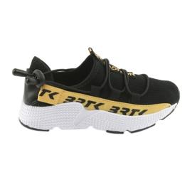 Sneaker sportivo Bartek nero con inserto in pelle 55109