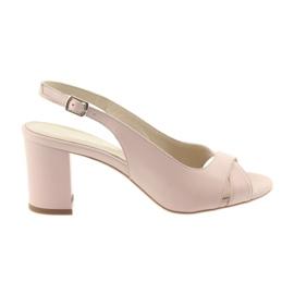 Sandali da donna sul post Badura 4728 rosa cipria