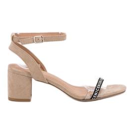 Ideal Shoes marrone Eleganti sandali in pelle scamosciata