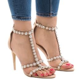 Marrone Sandali beige su perno con borchie 8296-Y