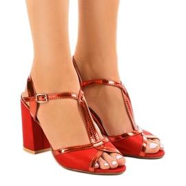 Sandali rossi sul montante in pelle scamosciata WED503 rosso
