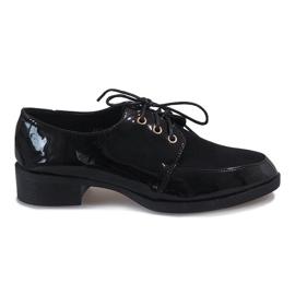Scarpe laccate nere su un delicato tacco J1116 nero