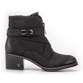 Vinceza Stivaletti alla moda nero