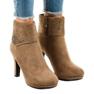 Stivali in camoscio cachi sul palo SQ15