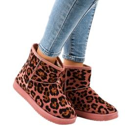 Gemre Leopardo rosa eskimo isolato 7602-PA