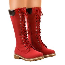 Stivali da trekking rossi isolati PE106 rosso