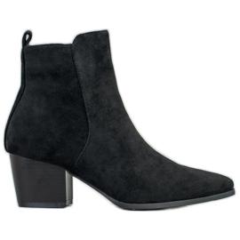 Filippo Stivaletti alla moda nero