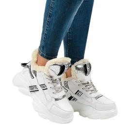Sneakers bianche da donna isolate D80-31 bianco