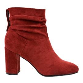Stivali eleganti bordeaux sul palo 884 rosso