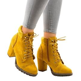 Stivali in camoscio giallo sul palo 995-31