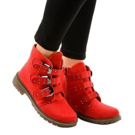 Stivali piatti in camoscio rosso con fibbie TL95-4
