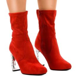 Stivali di camoscio rosso sul palo BM178