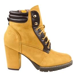 Stivali in camoscio giallo sul palo 995-37