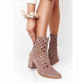 Stivali traforati in pelle scamosciata su tacchi alti Nicole 2638 Brown marrone 2